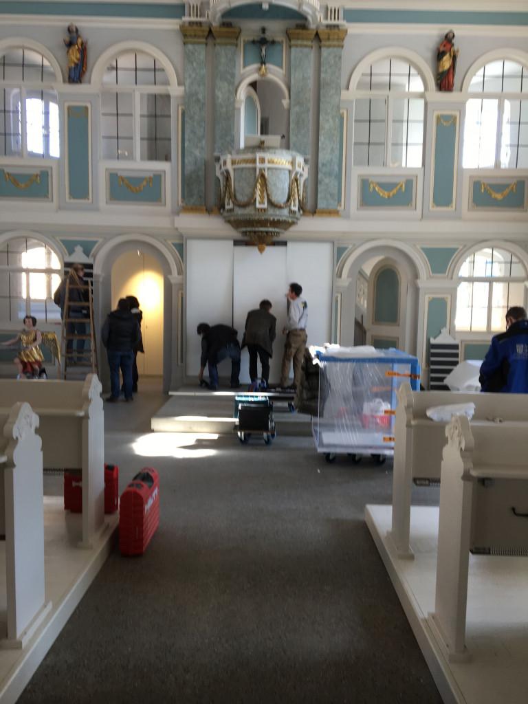 Einbau des neuen Altars