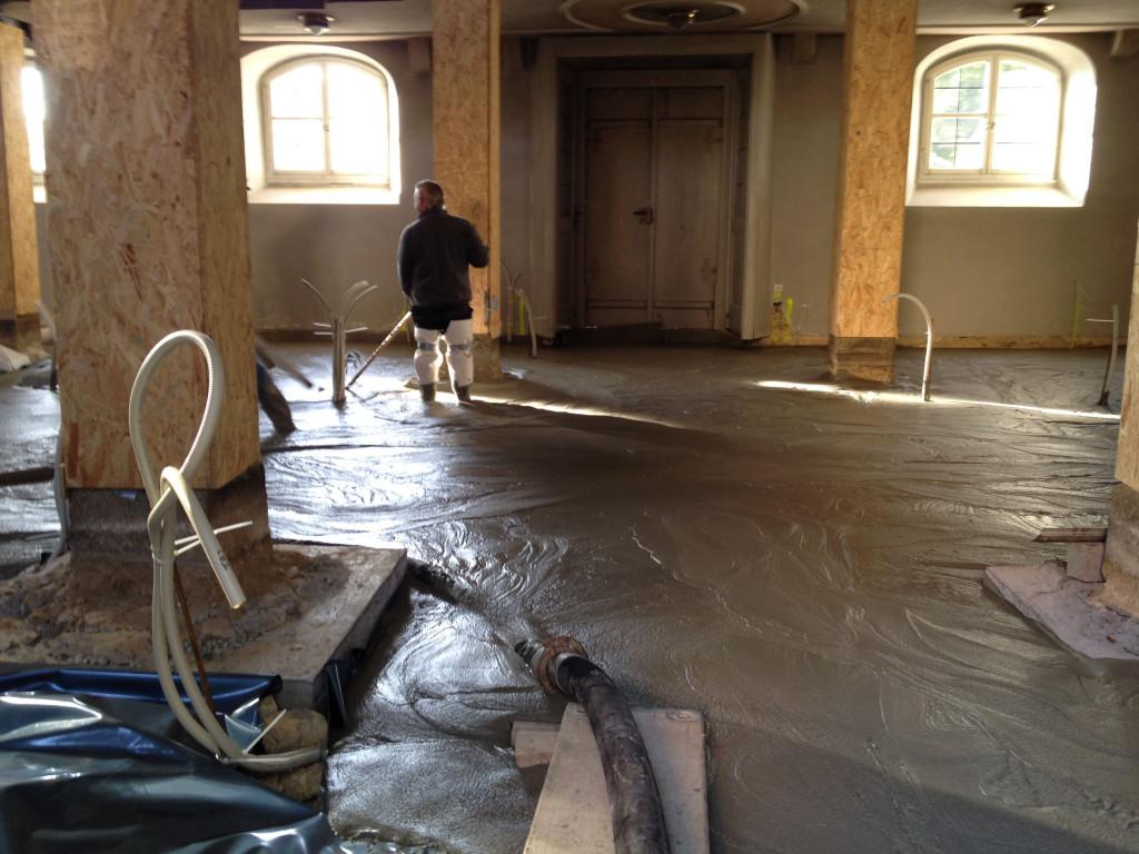 Einbau der neuen Bodenplatte