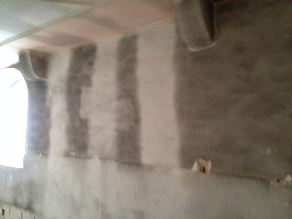 Musterflächen für die Reinigung der vergrauten Innenwände