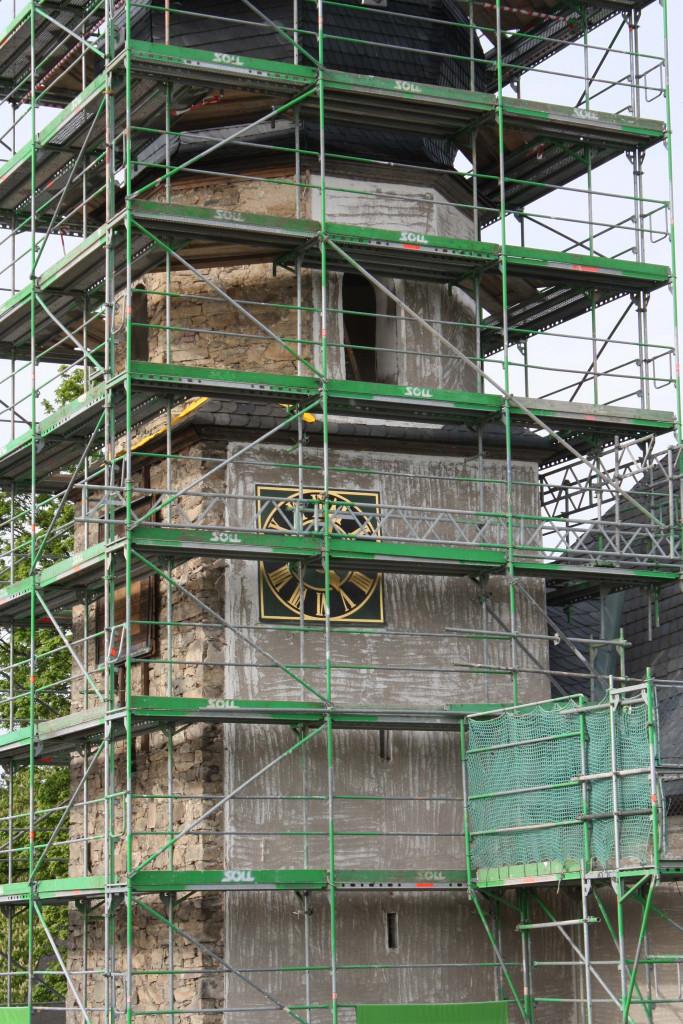 Kirchturm nach dem Abtragen der Schieferfassade